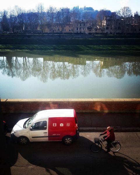 A lavoro con con vista sull'Arno.
