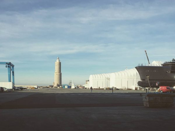 Bellissima giornata, noi a lavoro a Livorno 🇱🇻 con vista faro. 🚤🛥️