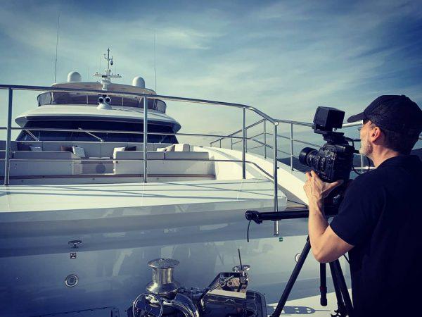 Giorni di shooting in mezzo al mare. 🛥️🎥🌞